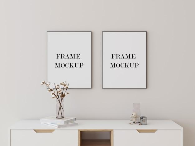 Grijze fotolijsten mockup boven consoletafel