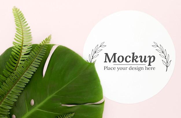 Groene bladeren arrangement met mock-up