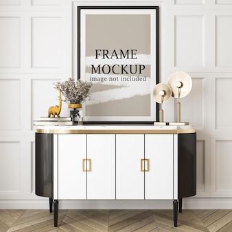 Groot posterframe-mockup boven consoletafel
