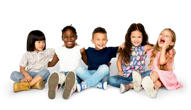 Grupo de felicidad de niños lindos y adorables