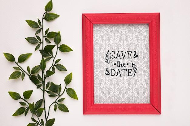 Guardar la fecha maqueta marco rojo y planta