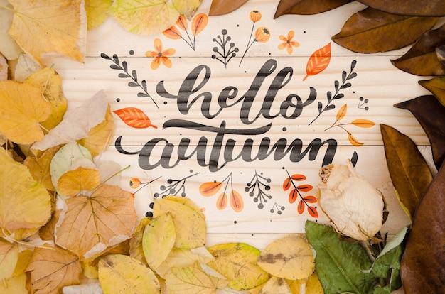 Hallo herfst belettering omgeven door bladeren