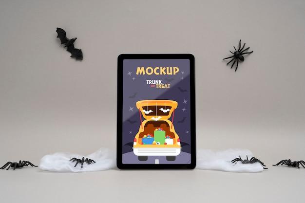Halloween-arrangement met mock-up tabletscherm