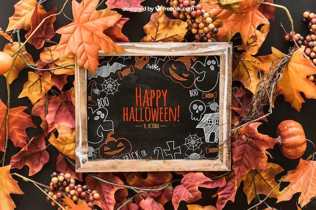 Halloween leisteen mockup op bladeren
