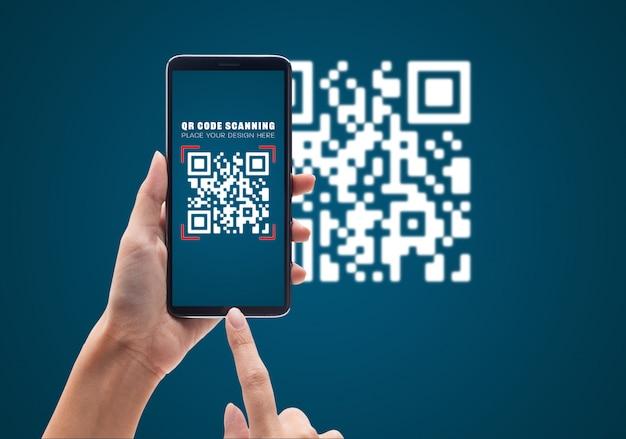 Hand met behulp van mobiele smartphone scan qr-code