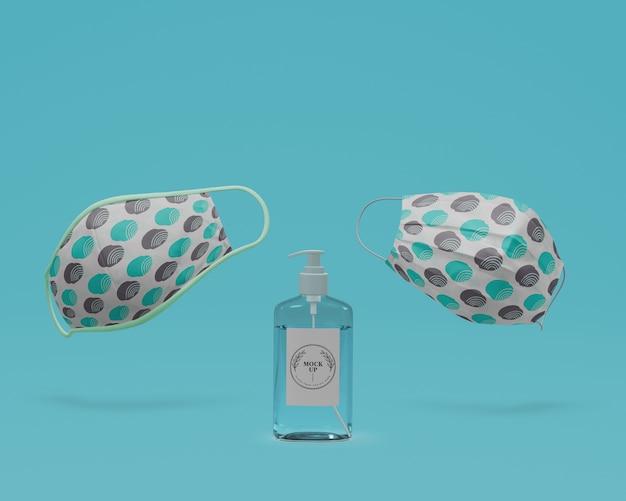 Handgemaakte gezichtsmaskers en handdesinfecterend middel met mock-up