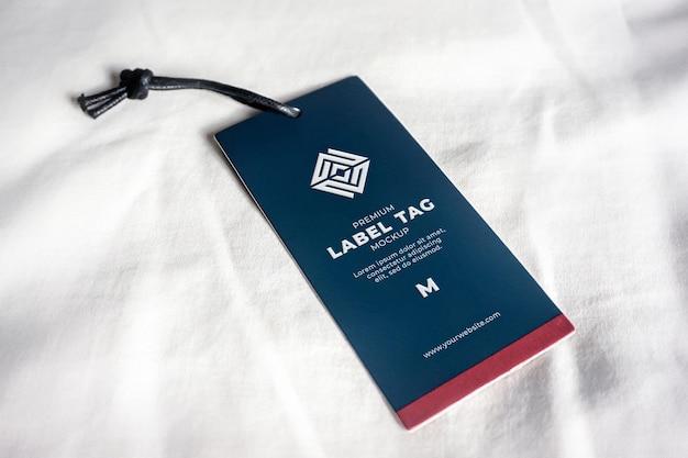 Hangend label tag mockup blauw marine realistisch