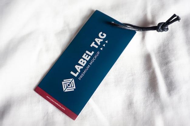 Hangend label tag mockup realistisch blauw navy