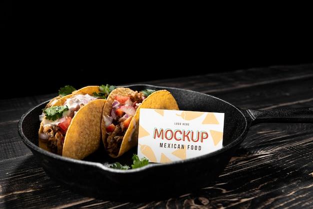 Heerlijk taco-arrangement met hoge hoek Gratis Psd