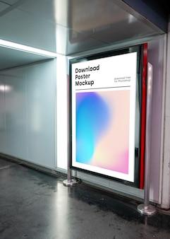Helder reclamebordmodel in ondergronds
