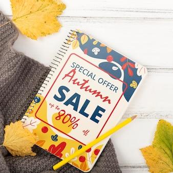 Herfstbladeren en seizoensgebonden speciale verkoop