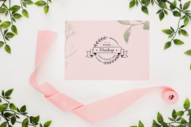 Hermosa maqueta de concepto de invitación floral