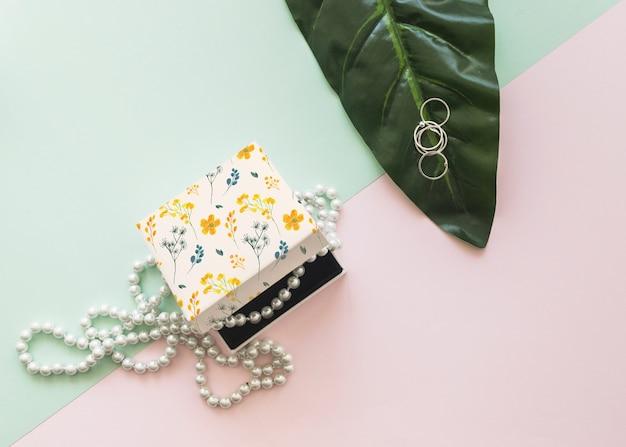 Hermoso concepto de mockup de joyería y packaging