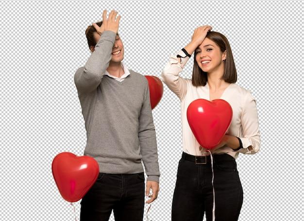 Het paar in valentijnskaartdag heeft net iets gerealiseerd en is van plan de oplossing