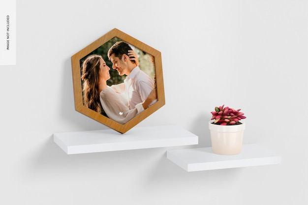 Hexagon wall photo frame mockup, op plank