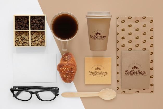 Hierboven ziet u koffie-merkartikelen
