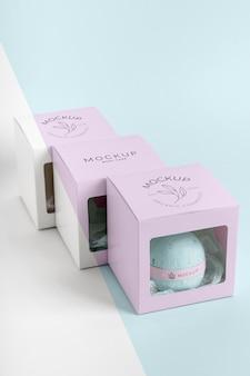 Hoge hoek roze dozen branding