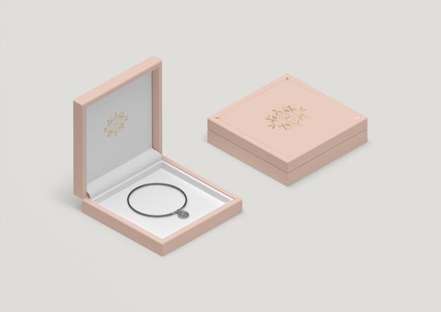 Hoge hoek roze juwelendoos met zwarte armband