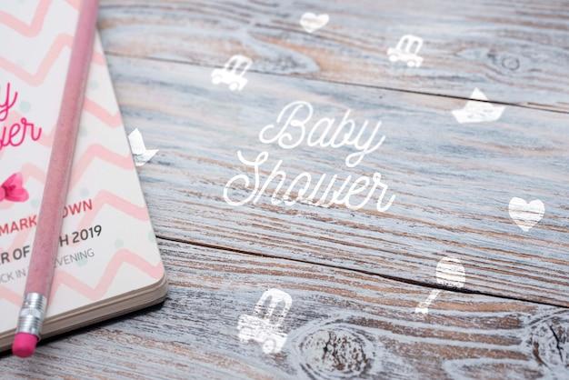 Hoge hoek van notebook voor baby shower