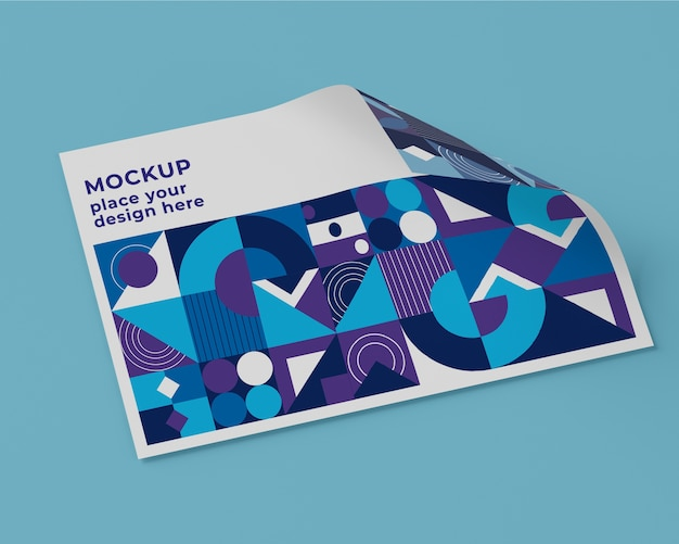 Hoge hoek van papier mock-up met geometrisch ontwerp