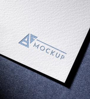 Hoge hoek van zakelijke mock-upkaart met gestructureerd oppervlaktedocument