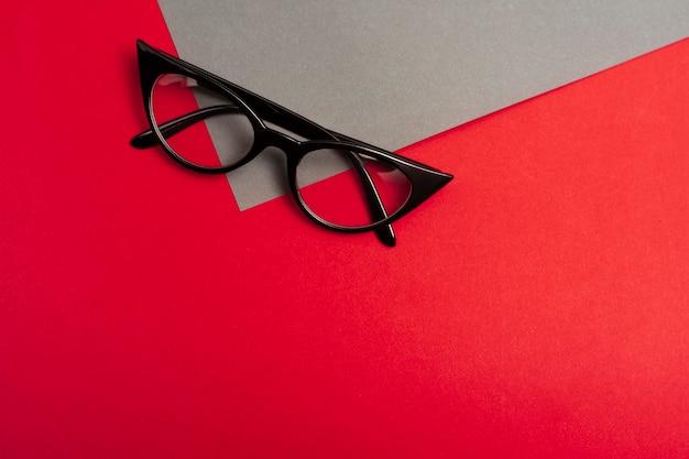 Hoge kijkhoek bril met kopie ruimte