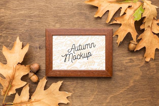 Hojas de otoño con marco