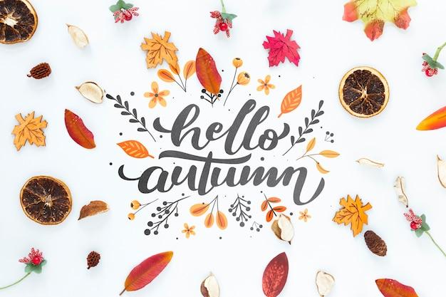 Hojas secas de otoño con hola cita de otoño