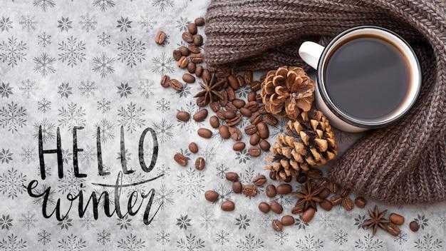 Hola mensaje de invierno junto al arreglo de invierno