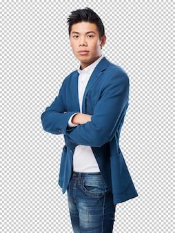 Hombre chino de pie