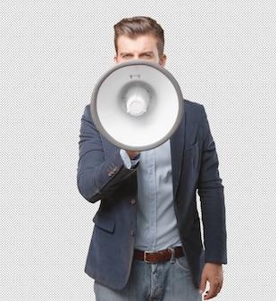 Hombre de negocios con megáfono