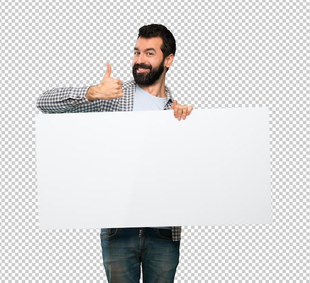 Hombre guapo feliz con barba sosteniendo un cartel vacío