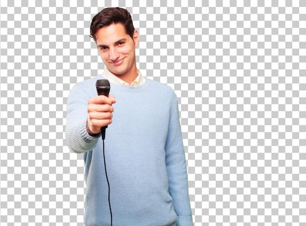 Hombre guapo joven con un micrófono.