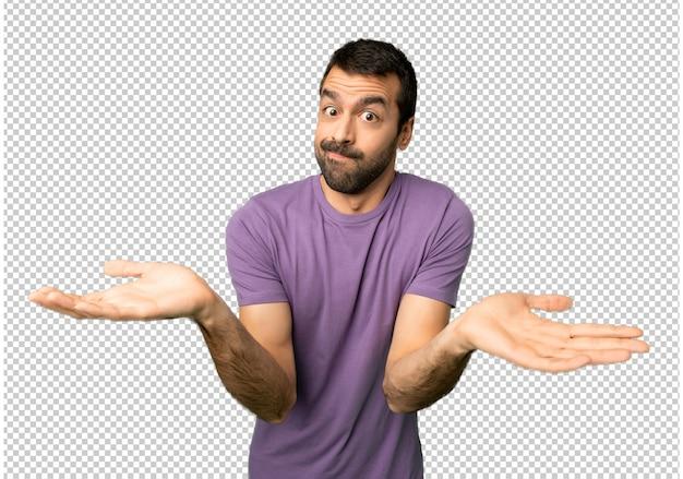 Hombre guapo que tiene dudas mientras levanta manos y hombros