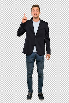 Hombre guapo rubio pensando en una idea apuntando el dedo hacia arriba