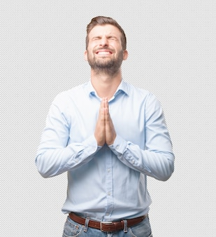 Hombre moderno rezando