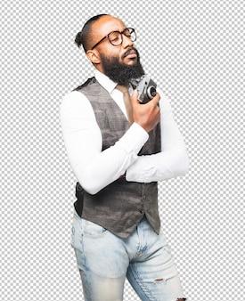 Hombre negro de negocios con una cámara