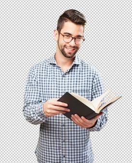 Hombre sosteniendo un libro
