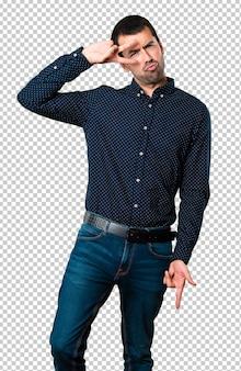 Homem bonito dançando