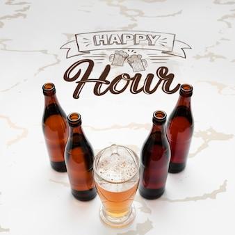 Hora feliz con maqueta de cerveza artesanal