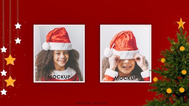 Horizontaal wit frame op rode muur met heldere sterren en kerstboom