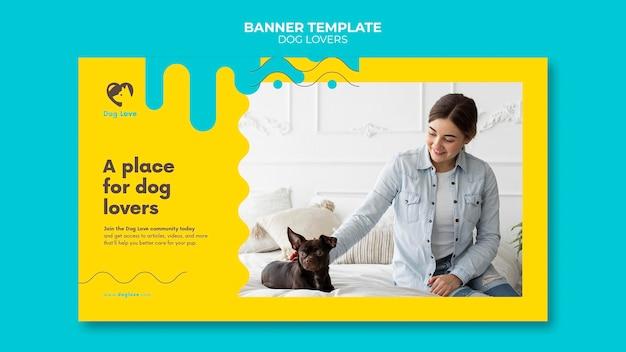 Horizontale banner voor hondenliefhebbers met vrouwelijke eigenaar