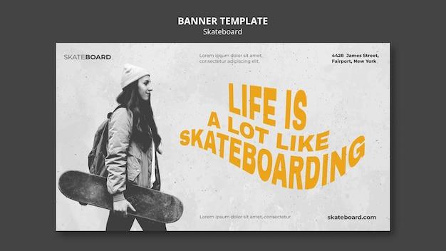 Horizontale banner voor skateboarden met vrouw