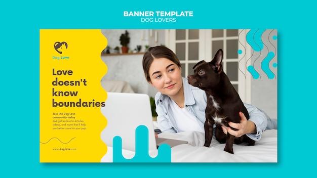 Horizontale bannersjabloon voor hondenliefhebbers met vrouwelijke eigenaar