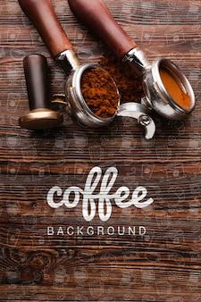 Houten achtergrond met koffiespullen