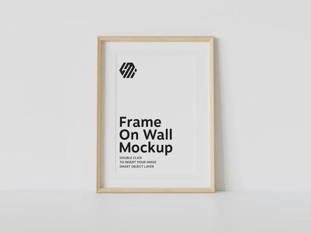 Houten frame dat op muurmodel leunt