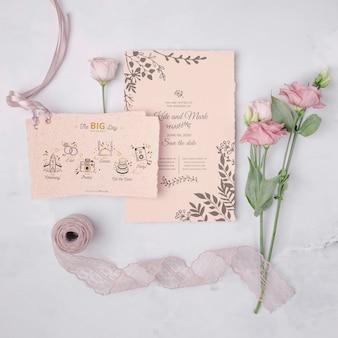 Huwelijksuitnodiging met bloemen