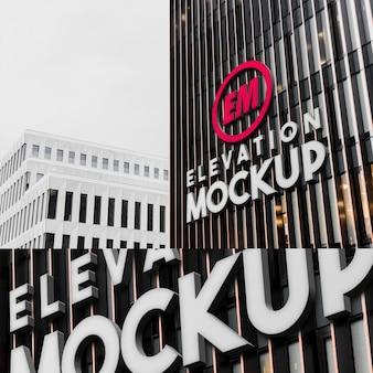 Il modello di grande logo 3d al neon su architettura moderna costruisce il muro