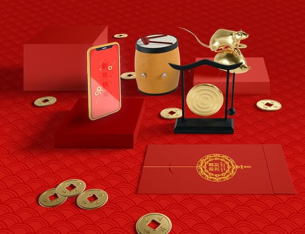Ilustración del año nuevo chino con teléfono y rata dorada