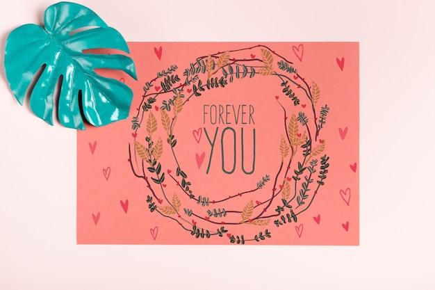 Inspirerend citaat op papier met beschilderd blad